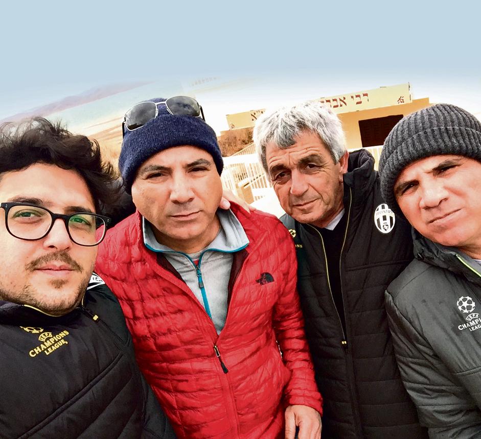 """מימין לשמאל: יצחק אמסלם, שלמה (אבי), שמעון אמסלם ואני במרוקו. פגשנו מוסלמים שאמרו לנו: """"מאז שעזבו היהודים עזב גם המזל"""". פייר, התרגשתי"""