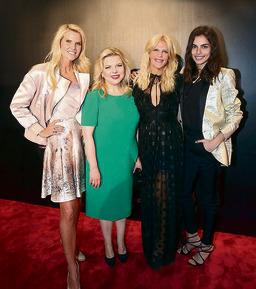 """בשבוע האופנה הישראלי, מימין: שלומית מלכה, סנדרה רינגלר, שרה נתניהו ושלי גפני. """"דיברתי עם הגברת נתניהו וגילינו שיש בינינו הרבה דמיון"""""""