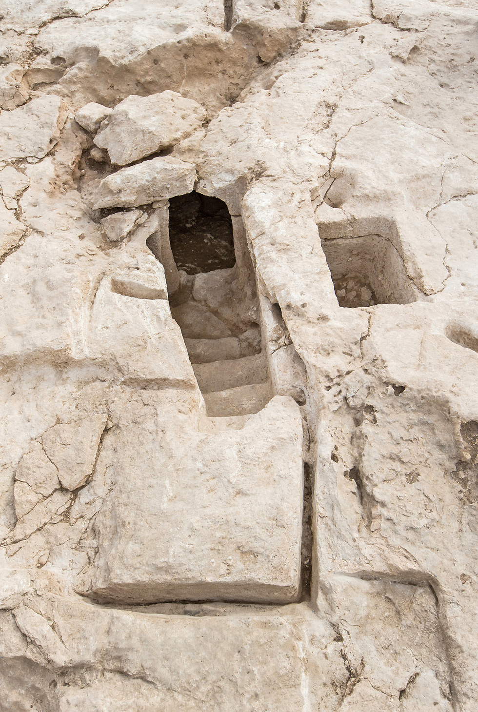 ritual baths discovered. (Photo: Assaf Peretz, courtesy of the IAA)