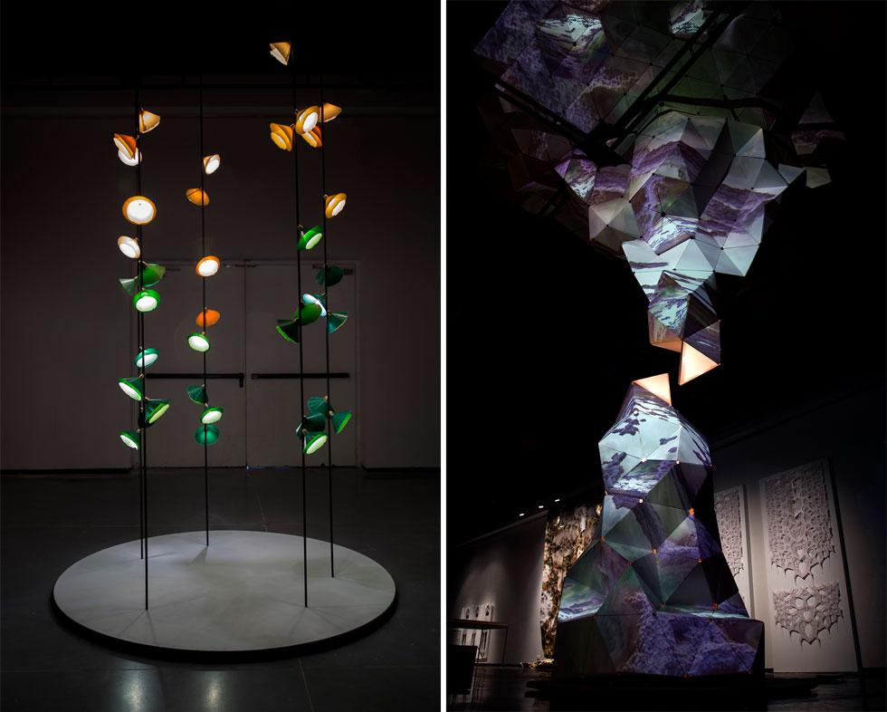 מימין: המיצב האינטראקטיבי של הראל בן נון ותומר אשכנזי משלב פסל קרטון שמדמה נטיף וזקיף, תמונות שמוקרנות עליו ומתארות שמיים כחולים שמתקדרים ופסקול שמעצים את החוויה של סערה רגשית. משמאל: מנורות הנייר העדינות של מעצב המוצר ניר מאירי (צילום: הראל בן-נון)