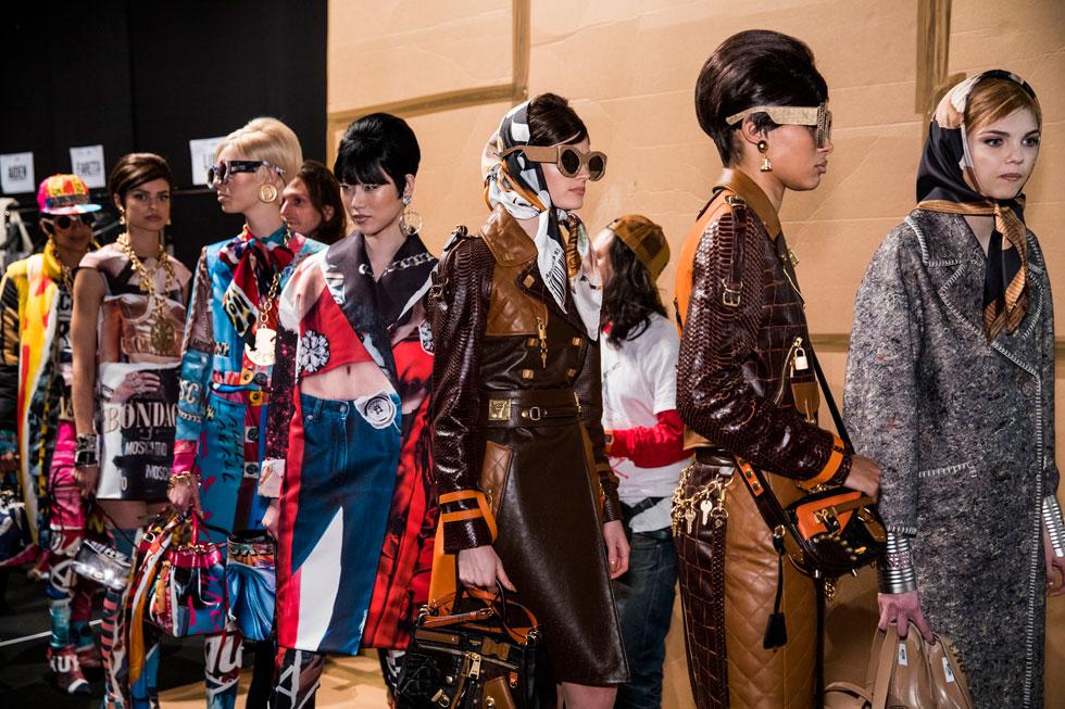 מטפחות ומשקפי שמש. תצוגת האופנה של מוסקינו (צילום: Gettyimages)