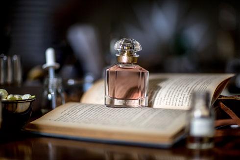 ניחוח עוצמתי וממכר אשר מהווה מחווה לנשיות בת-ימינו. Mon Guerlain  (צילום: Guerlain) (צילום: גרלן)