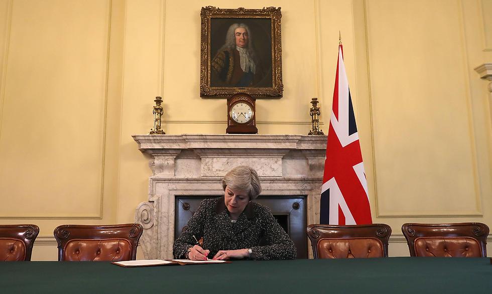 חתמה על הפעלת סעיף 50 באמנת ליסבון והחלה למעשה את יציאת הממלכה מהאיחוד האירופי. ראש ממשלת בריטניה תרזה מיי (צילום: AFP) (צילום: AFP)