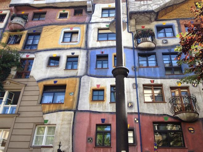 """ביקור בווינה. """"חשוב לנו להתנסות בחיים המקומיים"""" (צילום: מיכל בן ארי מנור)"""