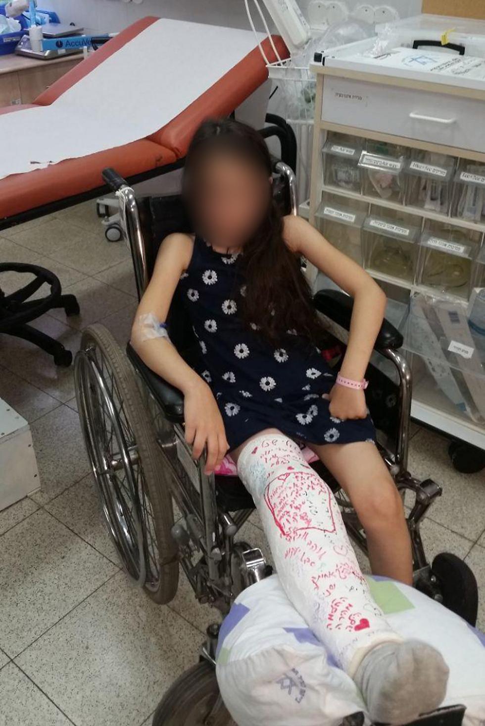הילה שטרלינג, שנפצעה מרוכב אופניים. ברך שבורה וגיד קרוע  ()