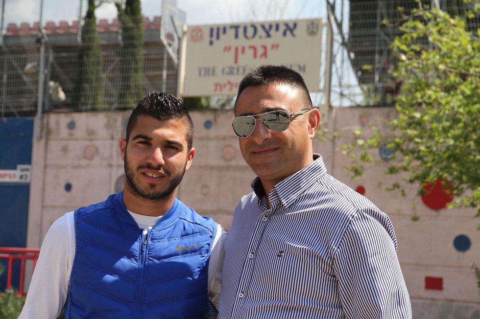עמורי ודאבור ליד אצטדיון גרין בנצרת עילית (צילום: זהר שחר)