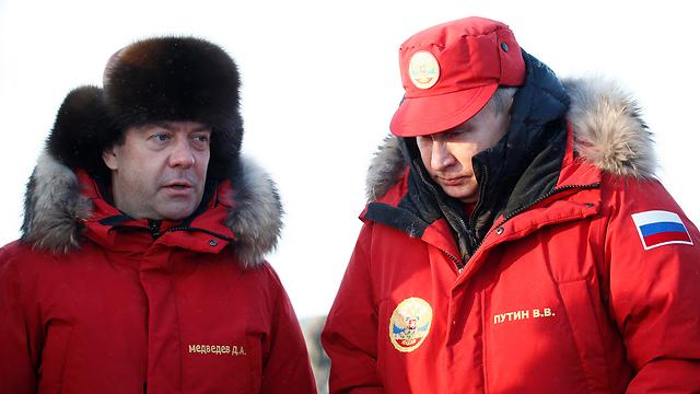 Russia PM Medvedev (L) and Pres. Putin (Photo: EPA)
