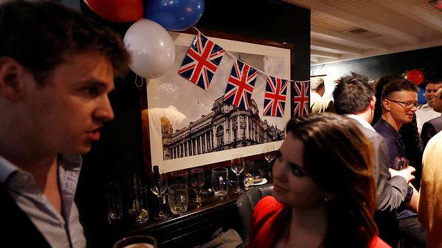 תומכי ההתנתקות מהאיחוד האירופי חוגגים במסיבה בלונדון (צילום: רויטרס) (צילום: רויטרס)