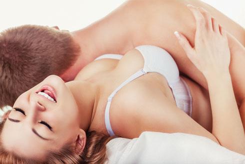 הפסאדה הרצויה היום היא להיראות מינית, אקטיבית ומסופקת (צילום: Shutterstock)
