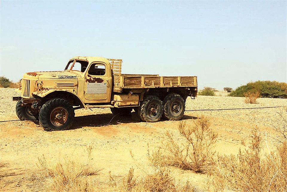 ЗИЛ в пустыне Арава. Фото: Я. Школьник