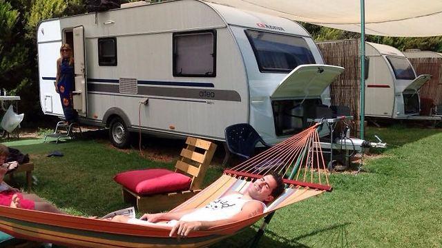 למי שעדיין חושש מאוהלים: קרוואן על הנחל (צילום: קרוואן על הנחל)