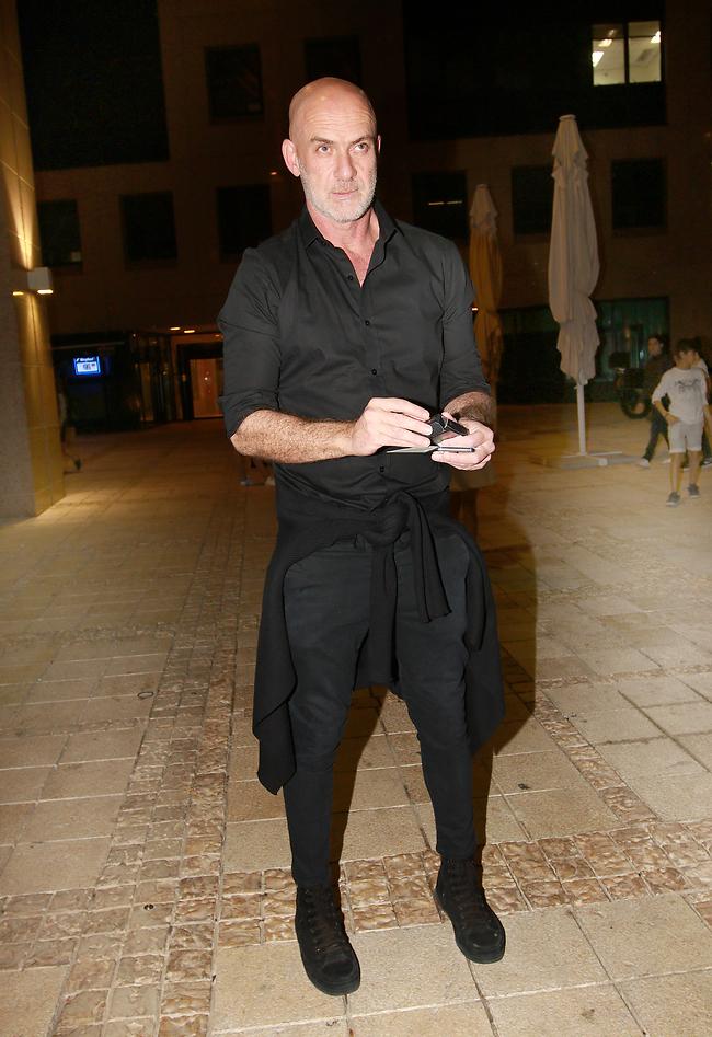 אתה תמיד לובש שחור, לך אנחנו סולחים. מוטי רייף (צילום: ענת מוסברג)