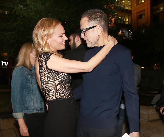 אהבת את השמלה? גוטמן ובן הזוג יגאל אהובי (צילום: ענת מוסברג)