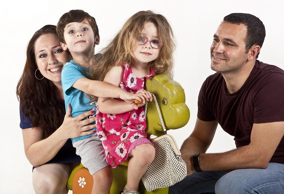 """""""תתחתנו רק אם אתם רוצים ילדים"""". דינה, איליה והילדים (צילום: עמית שטראוס)"""
