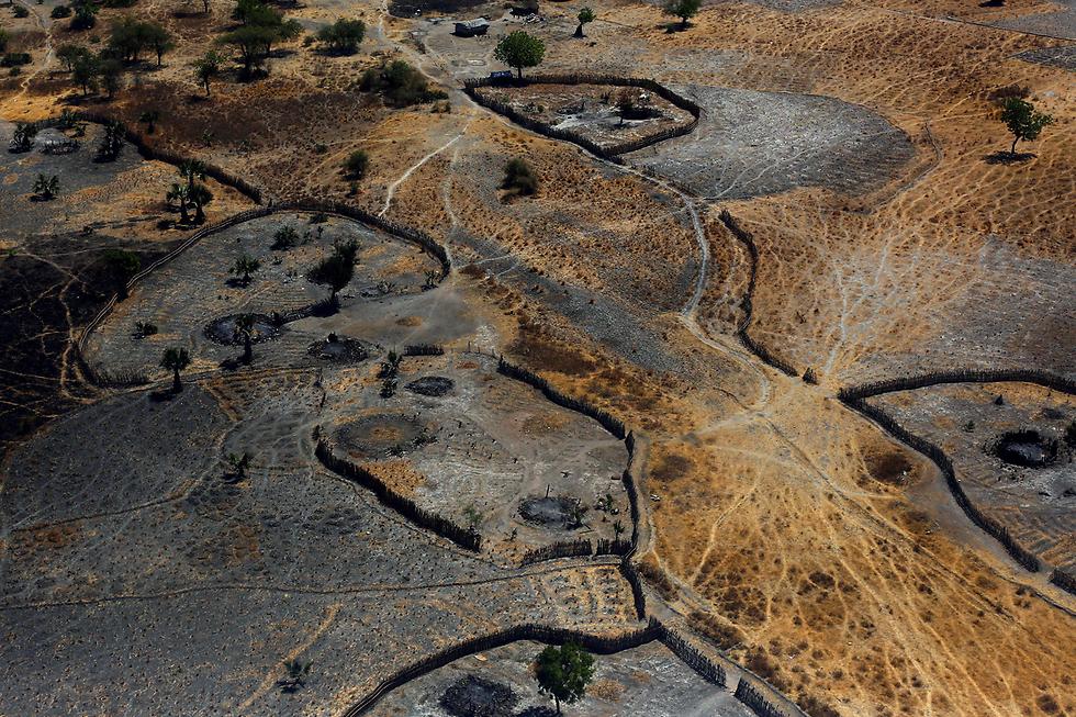 מבט אווירי על שרידי בתים שנשרפו  בתקיפה של חמושים בטוניור, דרום סודן (צילום: רויטרס)