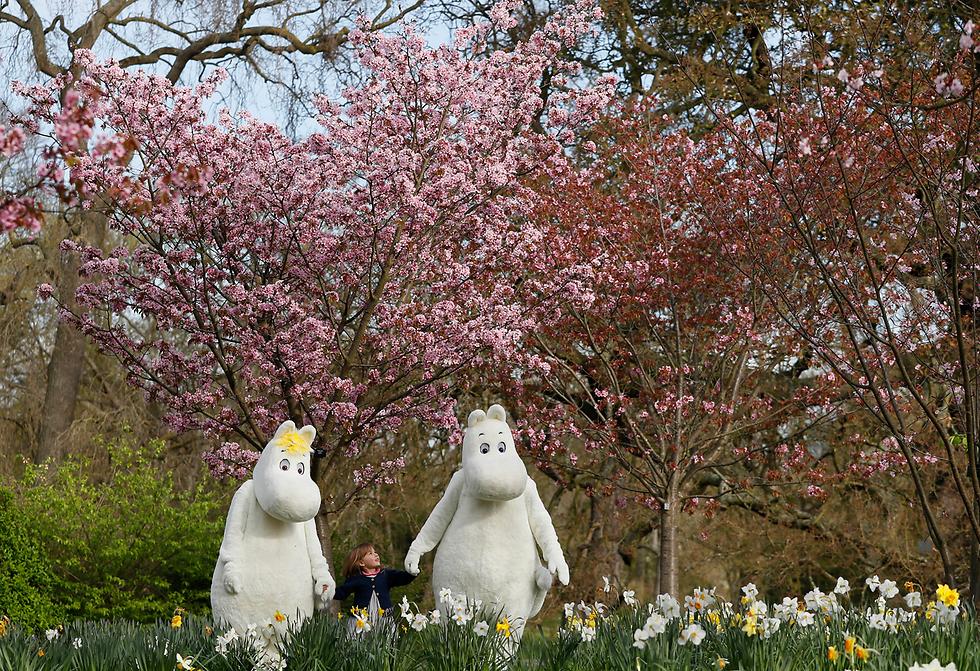 פסטיבל המומינים בלונדון מאפשר למבקרים בו לחוות את עולמם של דמויות הקומיקס של המחברת השבדית-פינית טובה ינסן (צילום: AP)