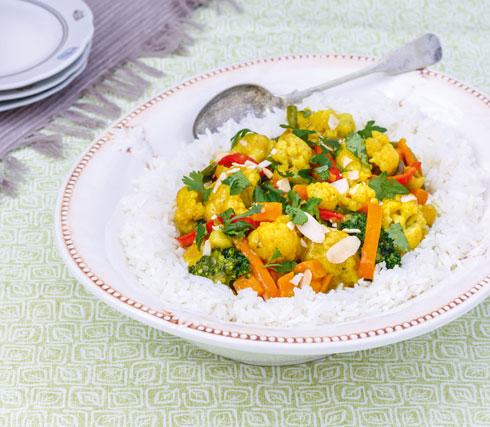 אורז עם ירקות ברוטב קארי (צילום: אולגה טוכשר)