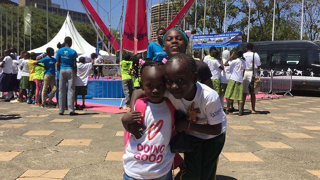 קניה נרתמת לעשיית טוב בשלל פעילויות (צילום: באדיבות רוח טובה)