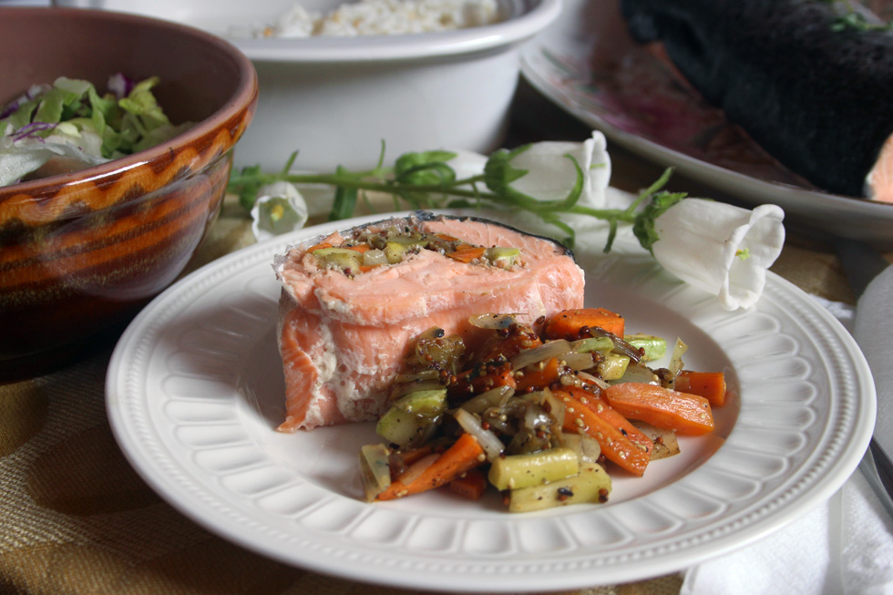 פילה סלמון ממולא עם ירקות (צילום: ילנה ויינברג)