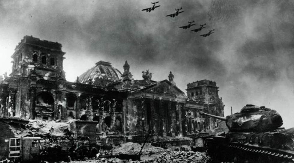 The nearly destroyed Reichstag (Photo: Yevgeny Khaldei, downloaded from russiainphoto.ru) (Photo: russiainphoto.ru)