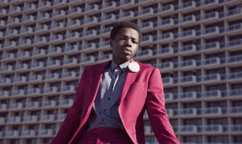 אלן גודין בצילומים לקמפיין האופנה של חברת בגדי הגברים באמוס סקוור (צילום: אביב אברמוב)