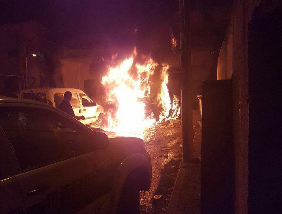 רק בימים האחרונים התרחשו מקרי הצתות וירי. הצתת רכב בכפר ג'ת ()
