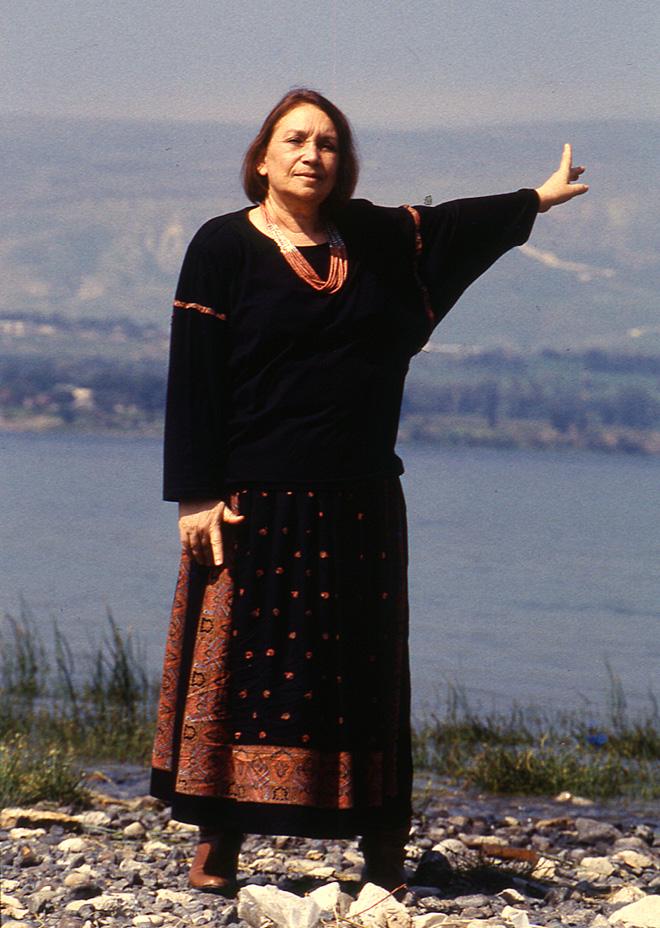 """נעמי שמר. נולדה בקבוצת כינרת, שחבריה היו חילונים גמורים, אבל פיתחה זיקה מיוחדת לתנ""""ך ולמקורות. הקליקו על התמונה (צילום: אפי שריר)"""