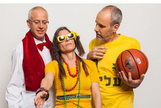 """עם שי גולדשטיין (מימין) ואורי גוטליב ב""""7 דקות מבאר־שבע"""". """"הצגה מטורפת, הזויה"""""""