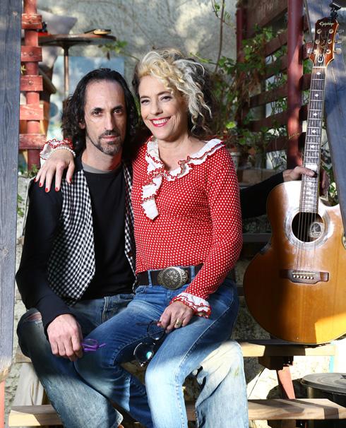 עם בעלה מקס גן-זך. חודש אחרי שהכירו הוא הציע לה נישואים (צילום: אביגיל עוזי)
