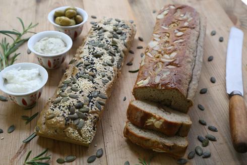 לחם טחינה כשר לפסח (צילום: עודד חוברה)