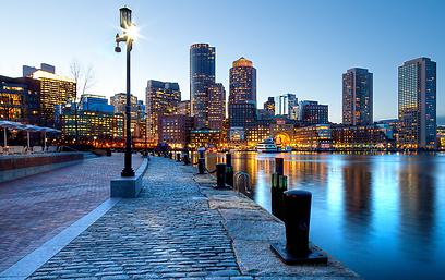 לנצל גם את הקונקשן. טיילת בבוסטון (צילום: Shutterstock)