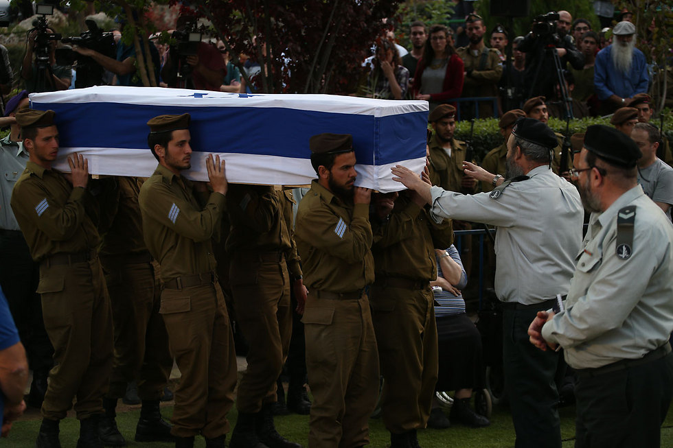 Sgt. Elchai Teharlev buried (Photo: Ohad Zwigenberg)