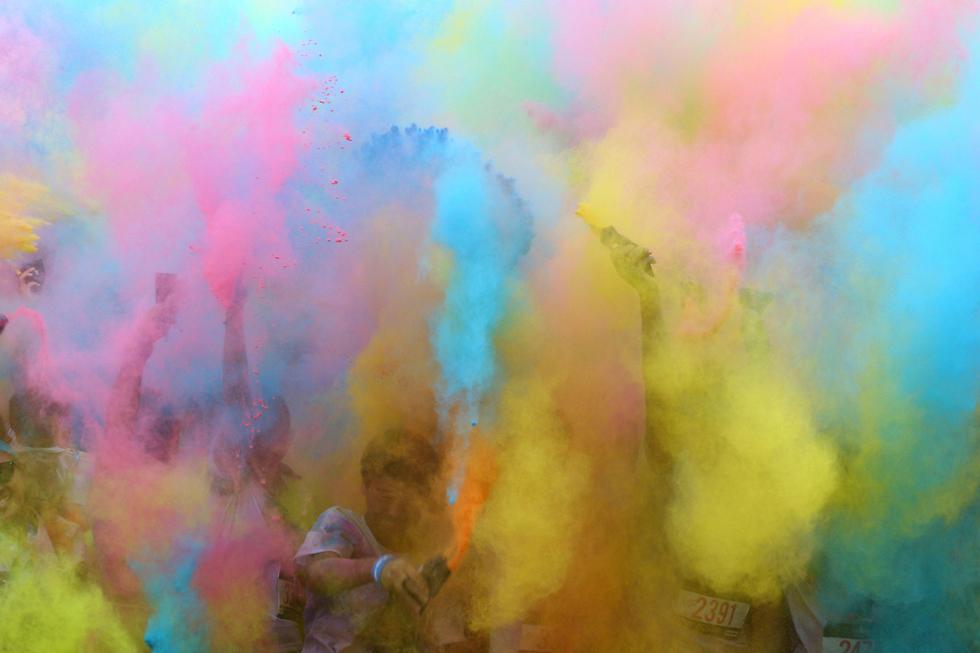 """בבנגקוק, בירת תאילנד, ערכו את """"מרוץ הצבעים"""" שהבטיח וקיים הרבה מאוד צבעים (צילום: רויטרס)"""