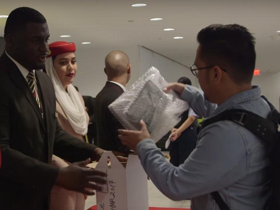 אריזת מחשבים בימי איסור ההטסה (צילום: Emirates)