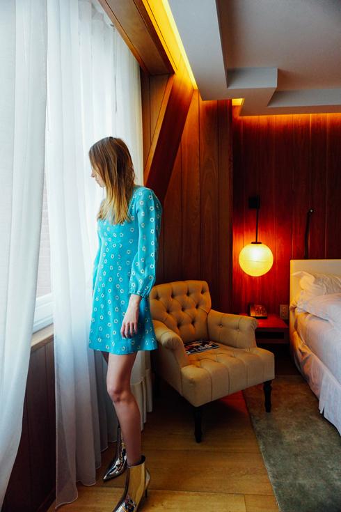"""שמלה: בוטיק זאזא (שינקין 12, ת""""א), מגפונים: טופשופ  (צילום: אלון שפרנסקי)"""