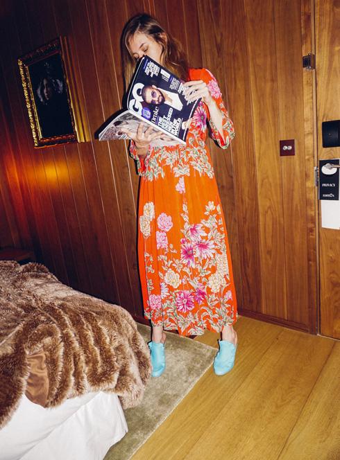 """שמלה: בוטיק זאזא (שינקין 12, ת""""א), נעליים: פנדי  (צילום: אלון שפרנסקי)"""