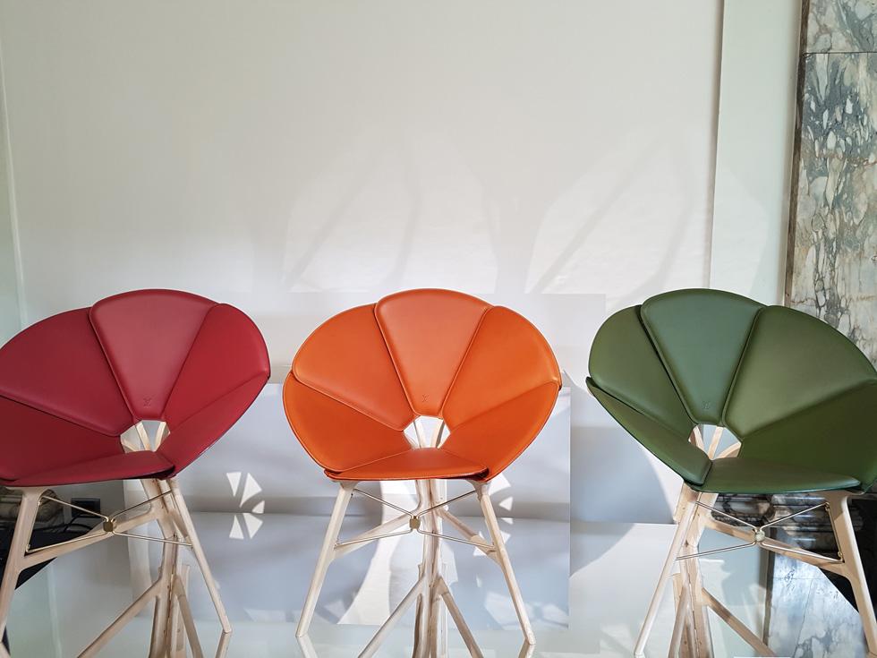 """כיסאות הקונצרטינה של Raw Edges, שנכנסו למהדורה לפני שנתיים והוצגו שוב במילאנו (צילום: איתי כ""""ץ)"""