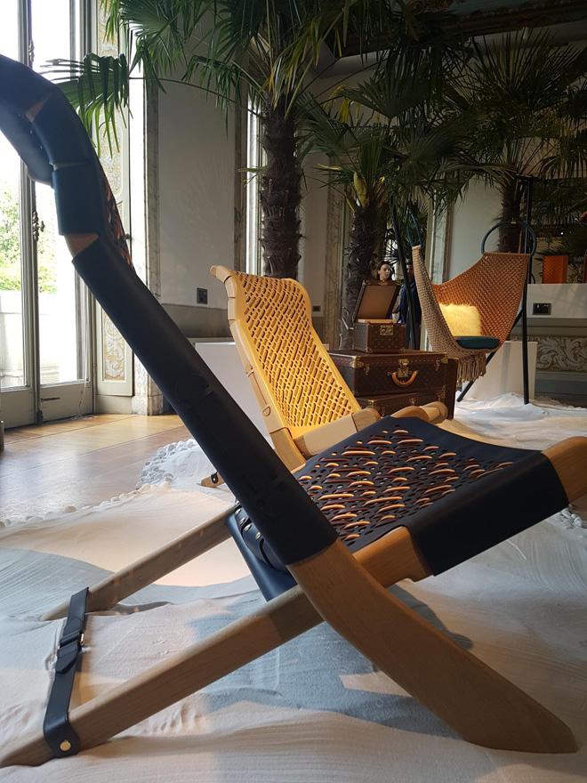 """כיסאות נוח של פטריסיה אורקיולה (צילום: איתי כ""""ץ)"""
