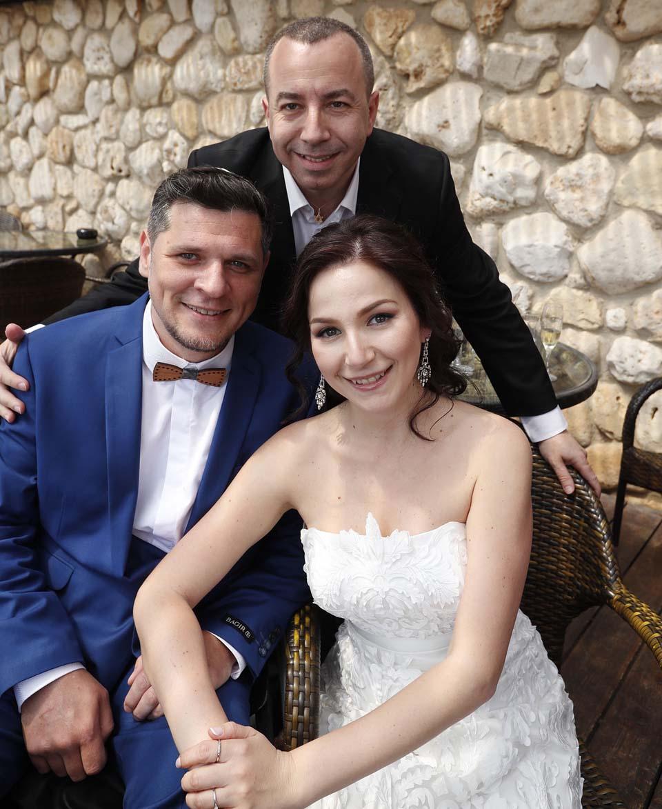 Рон Шехтер (в центре) c Дамиром и Талией. Фото: Гади Кабало