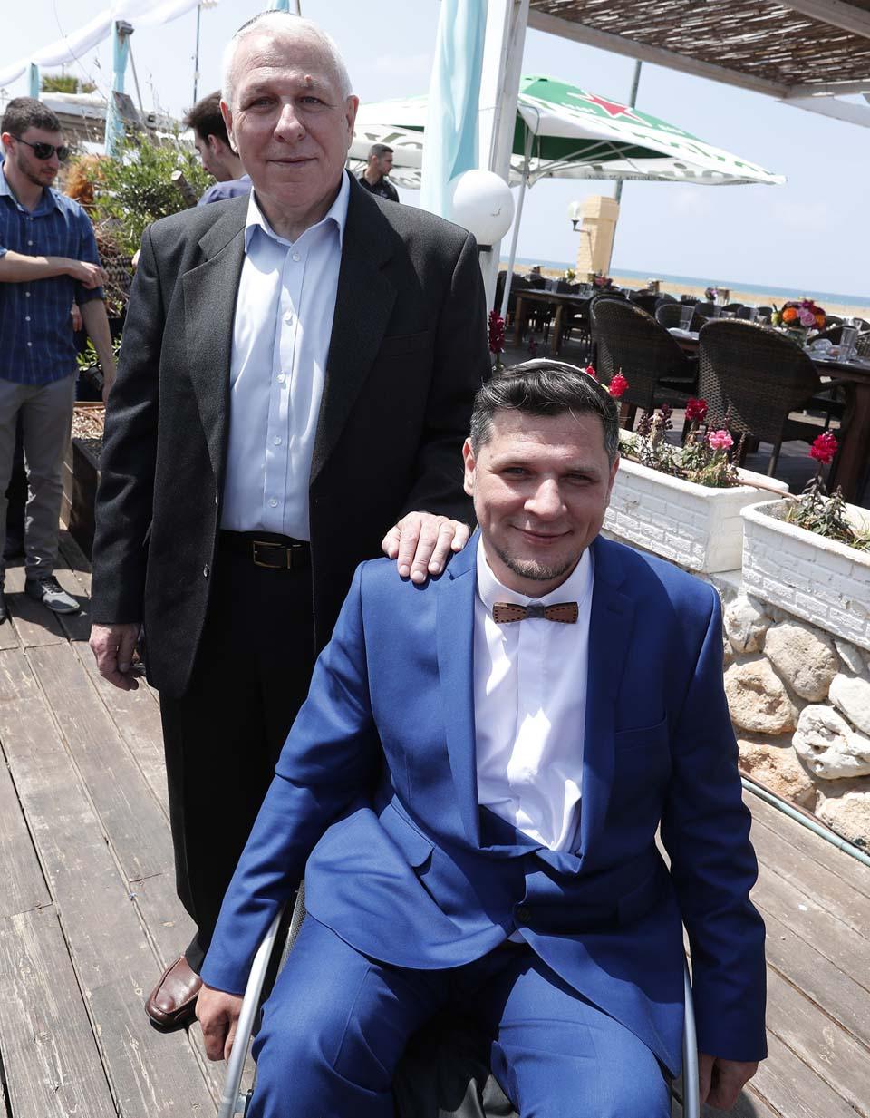 Дамир с отцом Владимиром. Фото: Гади Кабало
