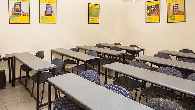 הכיתות ריקות, התלמידים מחכים לעדכונים (צילום: עידו ארז)