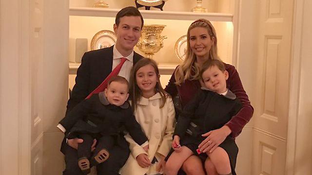 Джаред Кушнер и Иванка Трамп с детьми
