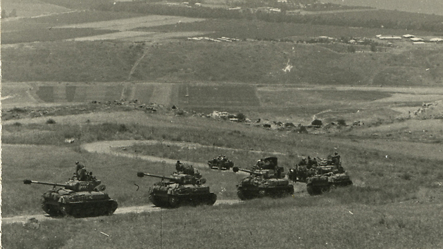 פלוגת שרמנים מגדוד 377 בירידה מהרמה בתום המלחמה (מאלבומו הפרטי של משה ממון)