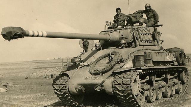 טנק ישראלי במרחבי הרמה, בזמן אחזקת הקו לאחר המלחמה (מאלבומו הפרטי של משה ממון)