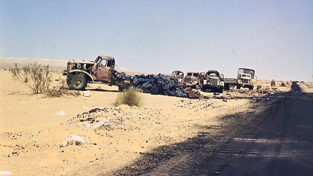 """דיביזיה מצרית שהופצצה ע""""י מטוסי חיל האוויר בביר גפגפה (צילום: צבי מימון)"""