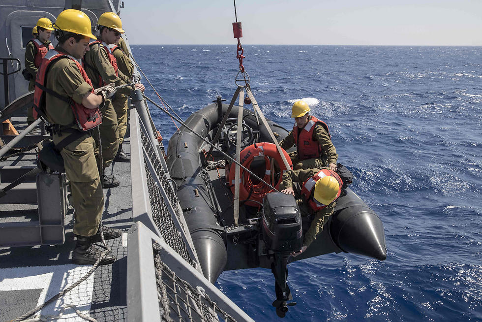Israeli sailors prepare an inflatable boat. (Photo: AFP)