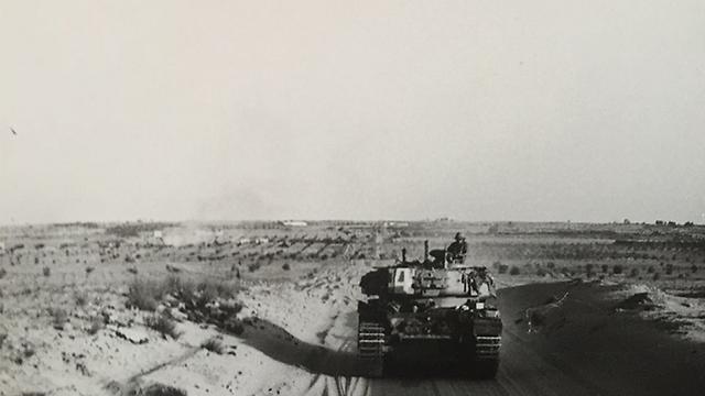 טנק צנטוריון ישראלי בתנועה (צילום: עמנואל שטרית)