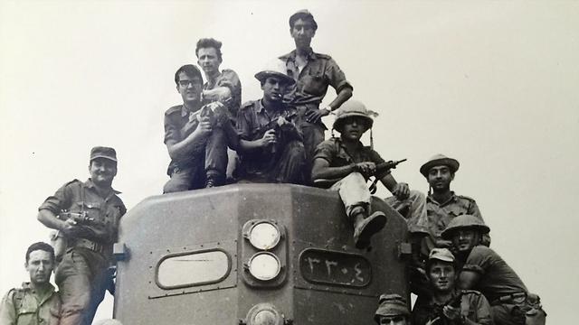 על קטר הרכבת באל עריש (צילום: עמנואל שטרית)