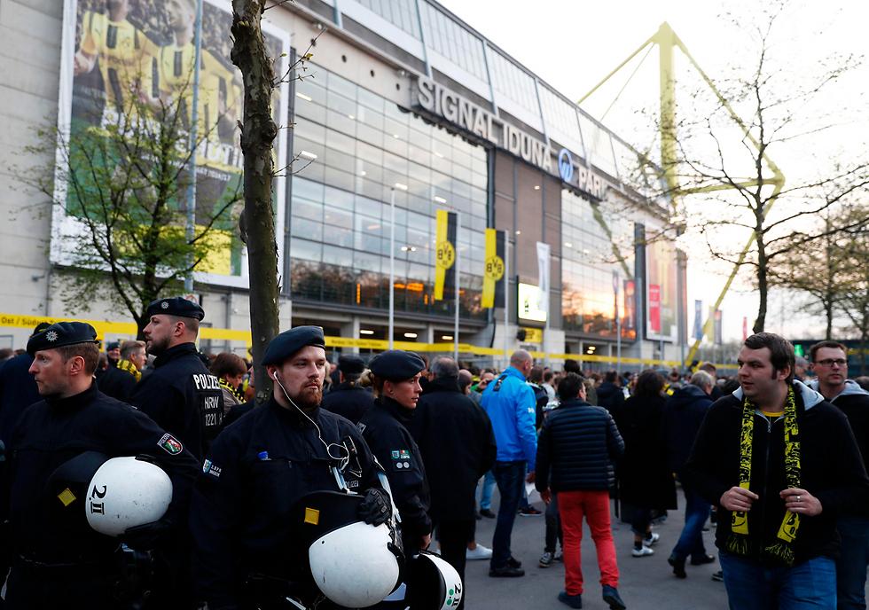 אבטחה מוגברת באצטדיון ביום הפיצוץ (צילום: AFP)