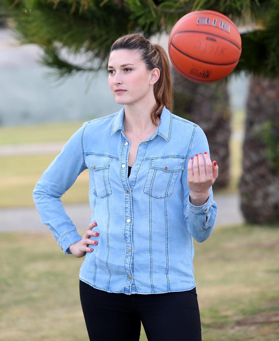 """""""בישראל לא מתייחסים לכדורסל הנשים ברצינות"""". מירב דורי (צילום: אורן אהרוני) (צילום: אורן אהרוני)"""